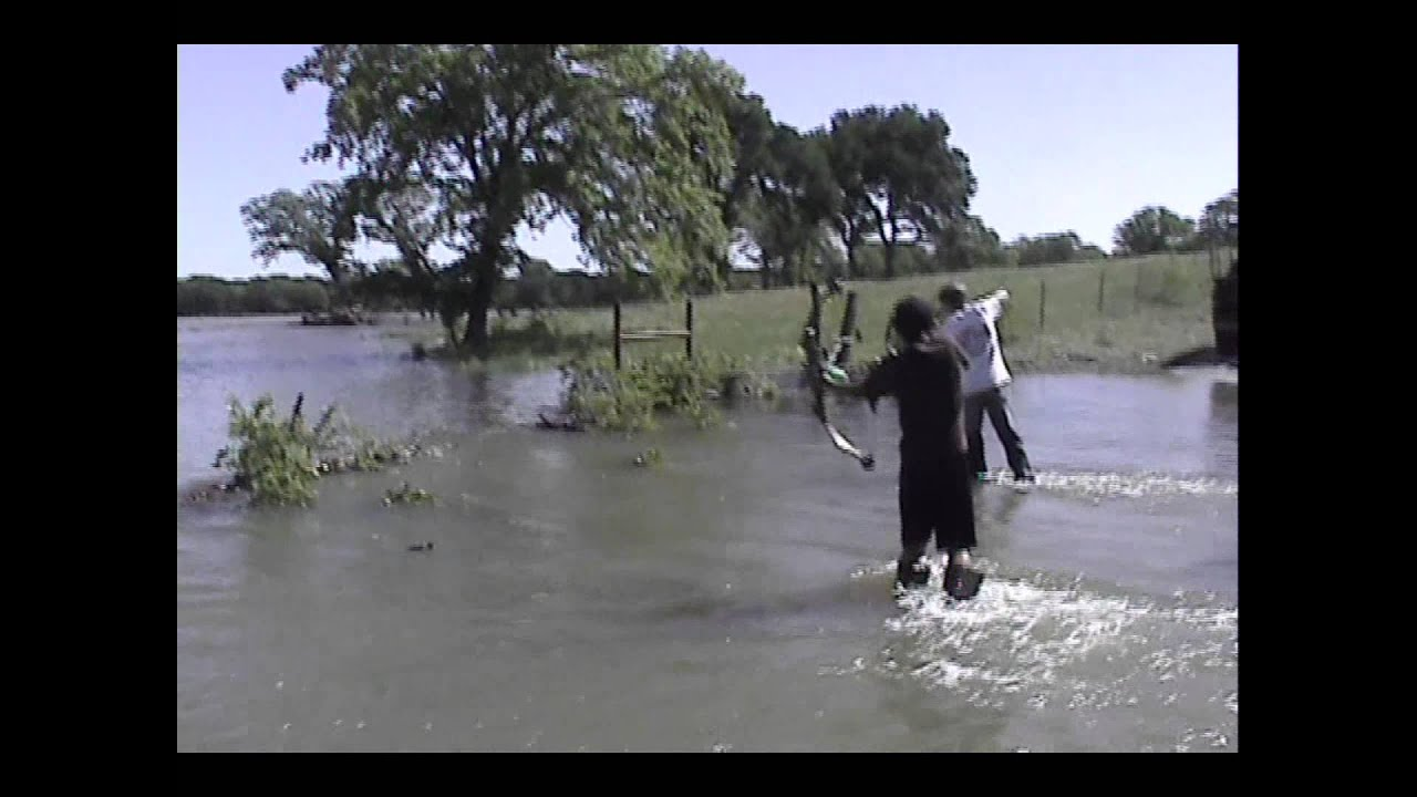 Bowfishing the flooded trinity river youtube for Trinity river fishing spots