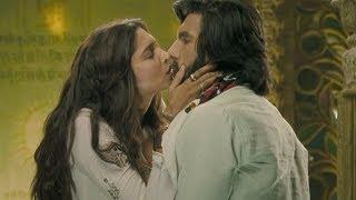 Deepika Padukone & Ranveer Singh's Hot Kiss