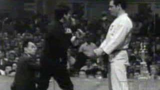 Martial Arts Bruce Lee Speed Demonstration
