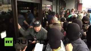 Представители «Правого сектора» устроили штурм отеля «Турист» в Киеве