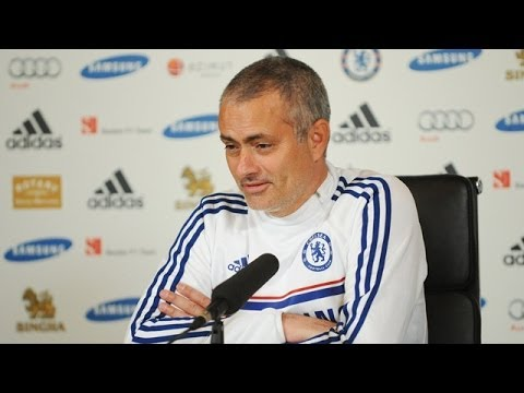 Chelsea's Jose Mourinho: 'Pressure to win Premier League is on Manchester City'