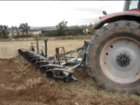 Arado  de cohecho, gradas, cultivadores. Fabricante Maquinaría Agrícola Revilla, S.L.