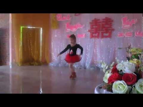 Bé thanh bình 5 tuổi nhảy bunny style tara
