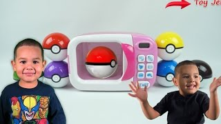 LEARNING COLORS WITH POKEBALLS | LEO VIDEO REVIEW