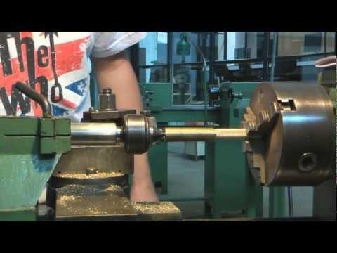 Usinagem de uma peça em um torno mecanico