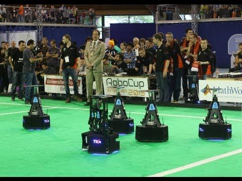 WK Robotvoetbal / spannende finale robocup 2013 Tech United uit