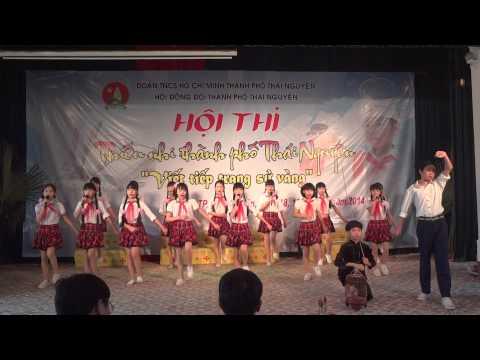 Chung em hanh quan theo buoc chan nhung nguoi anh hung   Top ca THCS Nguyen Du