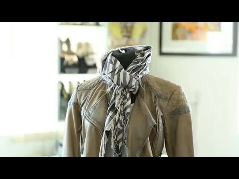 How to Front Tie a Scarf : Great Fashion Advice