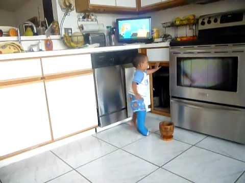Toddler walking with a full leg cast =] Ruben Eli 16 Months