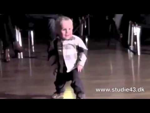 Dans copii. Danseaza ca Elvis la 2 ani. DANCETIME.RO