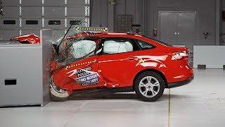 2014 Ford Focus 4-door Small Overlap IIHS Crash Test