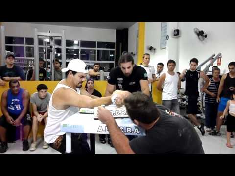 Bruno Moisés x Tiago - Luta de Braço Indaiatuba- 16/12/2011- 3ª Luta