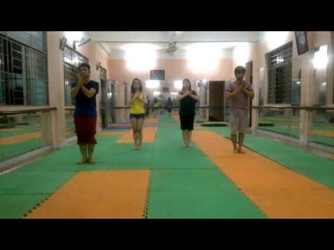 Nhảy hiện đại trên nhạc của Đông nhi