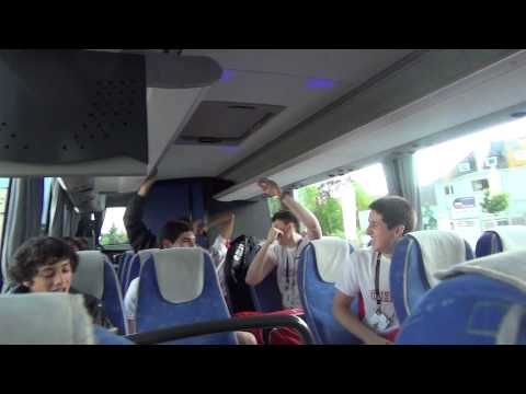 Chile u18 en el bus despues de ganarle a Francia