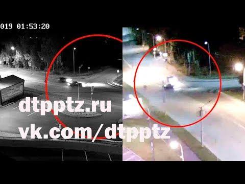 Ночью на улице Правды после столкновения опрокинулся автомобиль