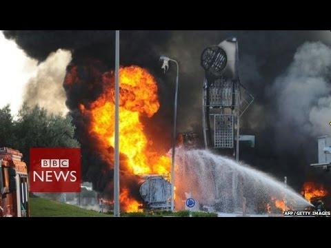 Gaza crisis: Rocket strikes Israeli petrol station - BBC News