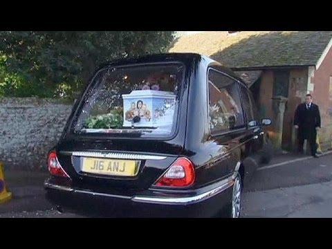 Lágrimas y famosos en el funeral de Peaches Geldof