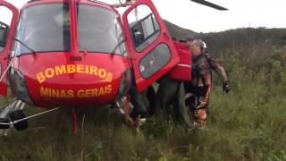 Bombeiros resgatam motociclista em Macacos