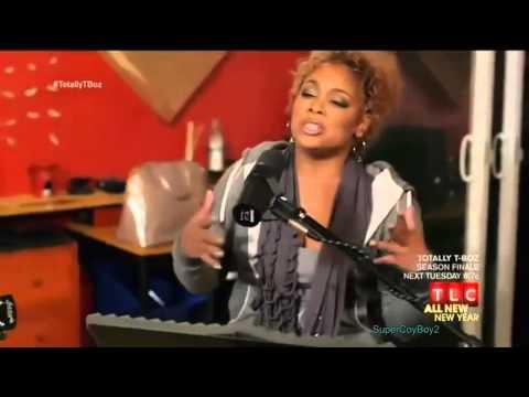 T-Boz sings an acoustic version of Unpretty