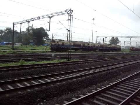 Indian Railways..Greeting the Mahalaxmi express, WCG2 Triplets & a Kurla WDM2 hauled Container rake