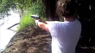 Disparando Pistola Tanfoglio .40