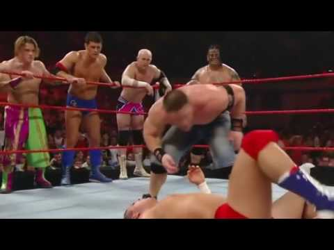 Đô vật Mỹ - John Cena và Randy Orton chấp 15 người