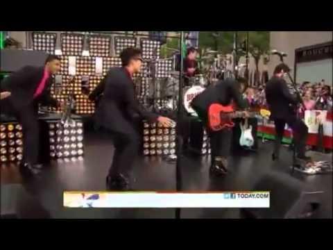 Bruno Mars's amazing dance moves