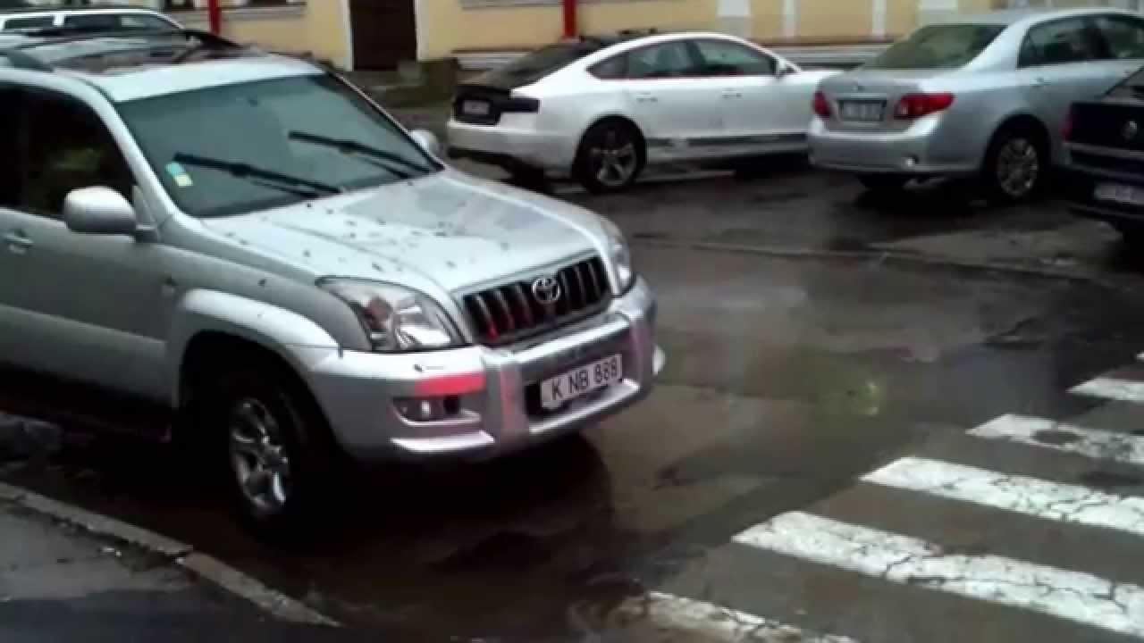 Fărădelegi cu mașini pe strada #Iorga din capitală