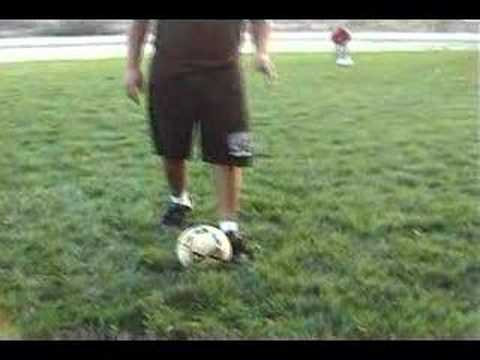 How to Do Freestyle Football Tricks: 8 Steps (with Pictures)
