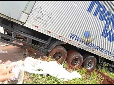 Carreta tomba na BR-050 e causa congestionamento na estrada
