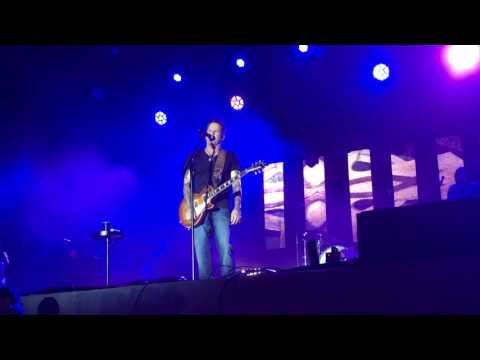 Gary Allan - It Ain't the Whiskey (Live)