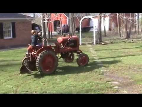 Antique Avery V tractor running for the first time in many years