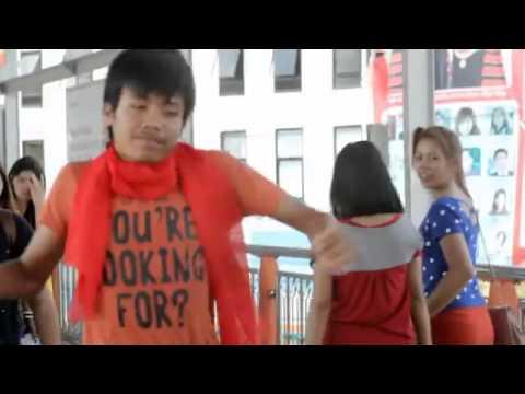 2 Phút Cùng Huyền Thoại Nhảy Bựa Du Hí Thái Lan Với Những Điệu Nhảy Đã Đi Vào Lòng Người
