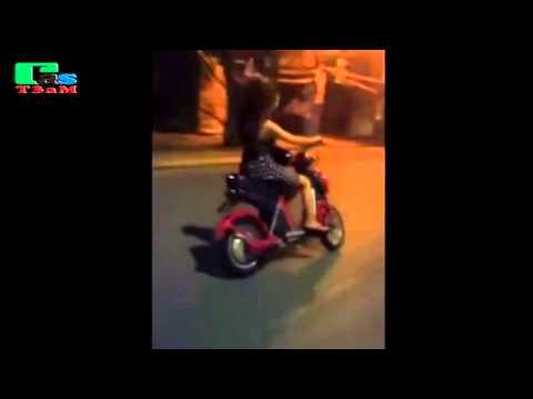 Quay lén gái xinh 9x  mặc váy ngắn đi xe đạp điện đánh võng