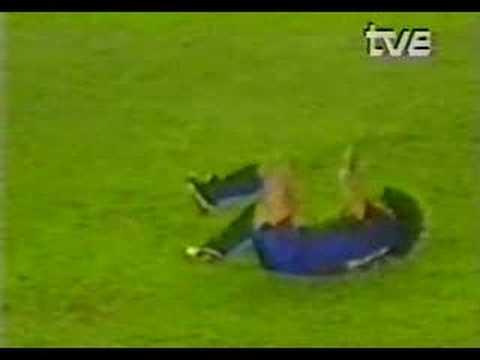La lesió de Goikoetxea a Maradona (24091983)  YouTube
