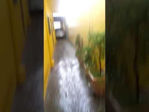 Vídeo Tarde de Natal tem chuva de granizo e São Carlos corre risco de temporal perigoso na madrugada