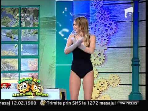 Exerciţii aerobice pe trambulină cu Roxana Ionescu şi Flavia Mihăşan