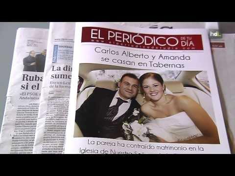 HLD Un almeriense convierte en noticia la vida de gente anónima con periódicos personalizados