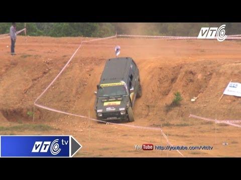Những pha lao dốc 'tự sát' của ô tô địa hình | VTC