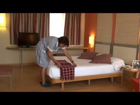 Como hacer una cama hotel t3 tirol madrid how to make a - Como construir una cama ...