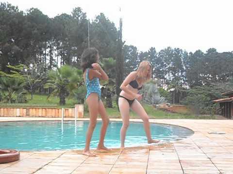 Bate o Bumbum na Água Thayane e Isa Carla