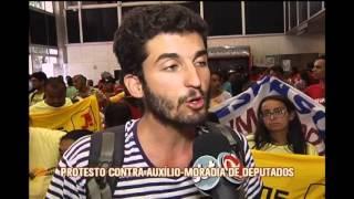 Integrantes de ocupa��es protestam contra aux�lio-moradias dos deputados na ALMG