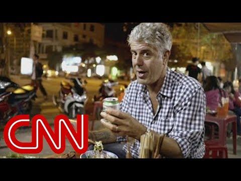 Anthony Bourdain falls in love with Vietnam's street food (Parts Unknown)