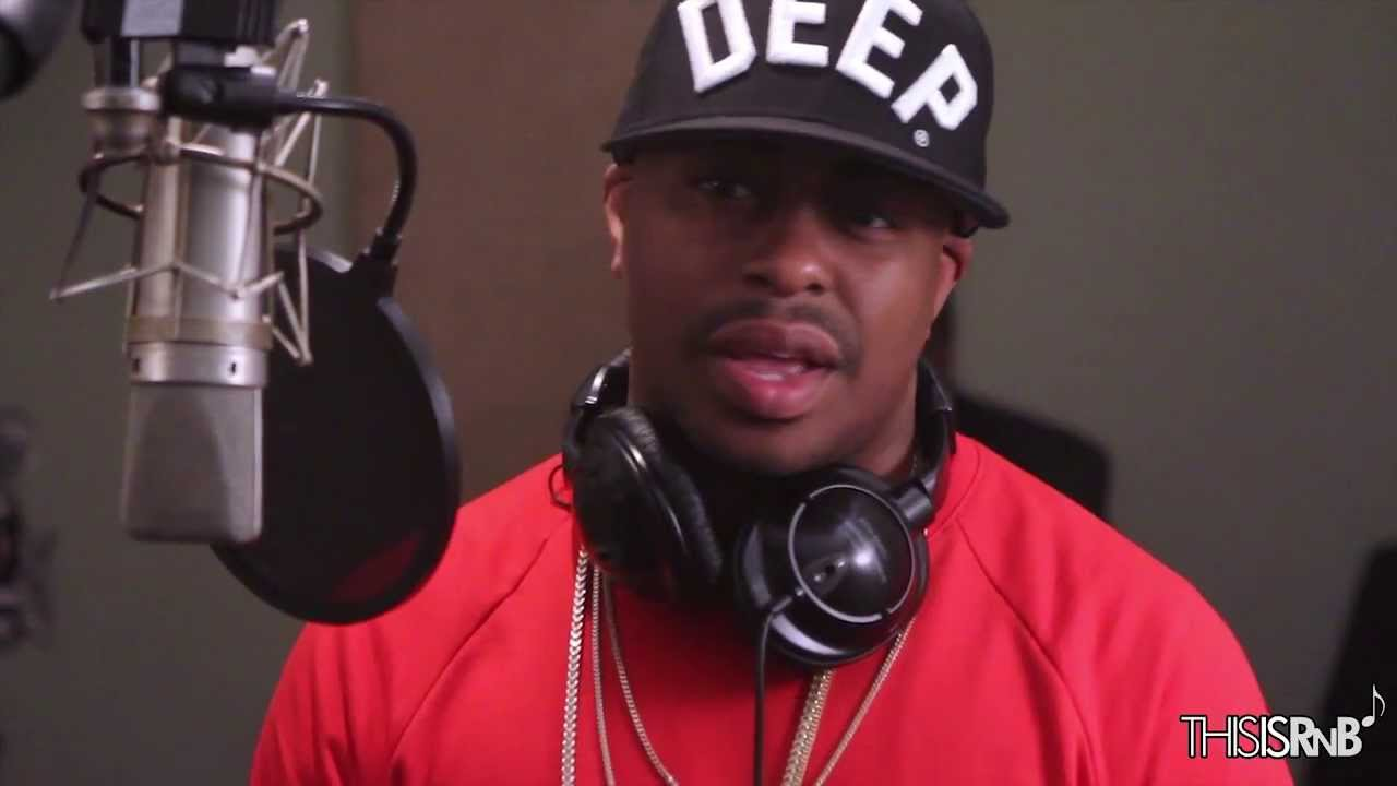 "Raheem DeVaughn Performs ""Pink Crush Velvet"" Acoustic"