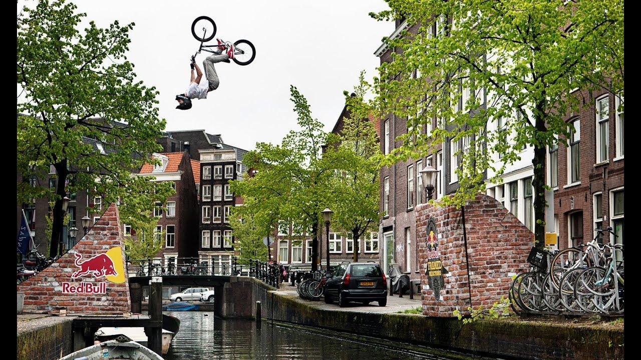 Backflip en BMX au dessus du canal d'Amsterdam par Daniel Wedemeijer