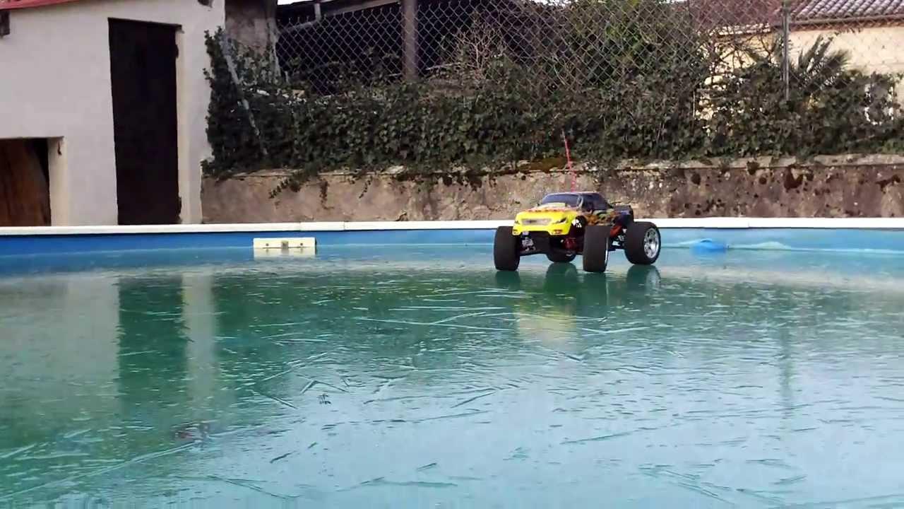 Hsp brontosaurus 4x4 sur la piscine driving on ice for Piscine 4x4