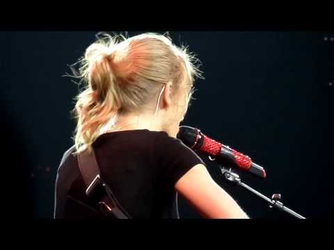 11/02/2014 - Taylor Swift: The Red Tour {Long Live}