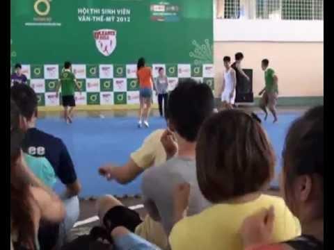 Cheerleading ĐH Kiến trúc Đà Nẵng vui đùa trước giờ thi đấu