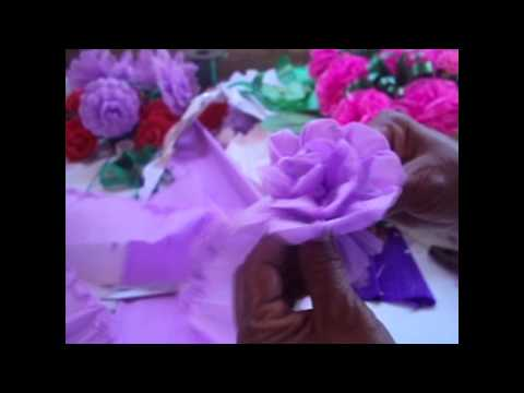 Como hacer una flor de papel crepe/ How to make paper flowers