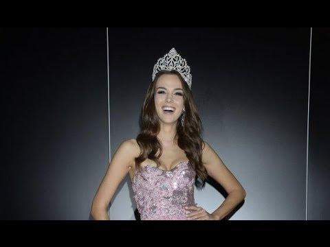 Paulina Krupińska prezentuje suknie na MISS UNIVERSE 2013